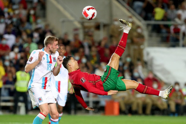 Ronaldo lien tiep ghi ban 3